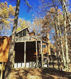 Pet Friendly Poconos Home Rental - Bushkill - Casa