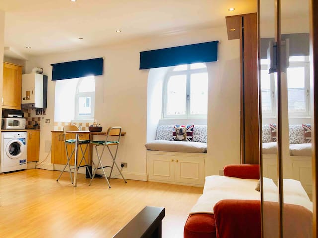 LOVELY BRIGHT STUDIO IN A GREAT CENTRAL LOCATION