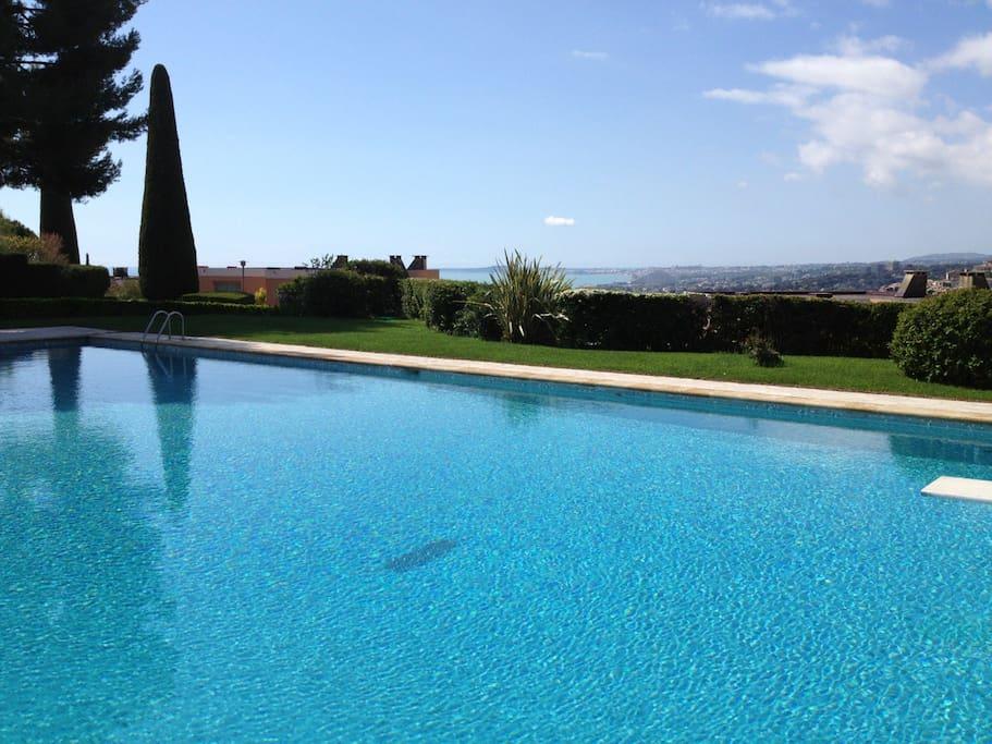 Villa californienne 3 chambres vue mer piscine houses for Piscine cagnes sur mer