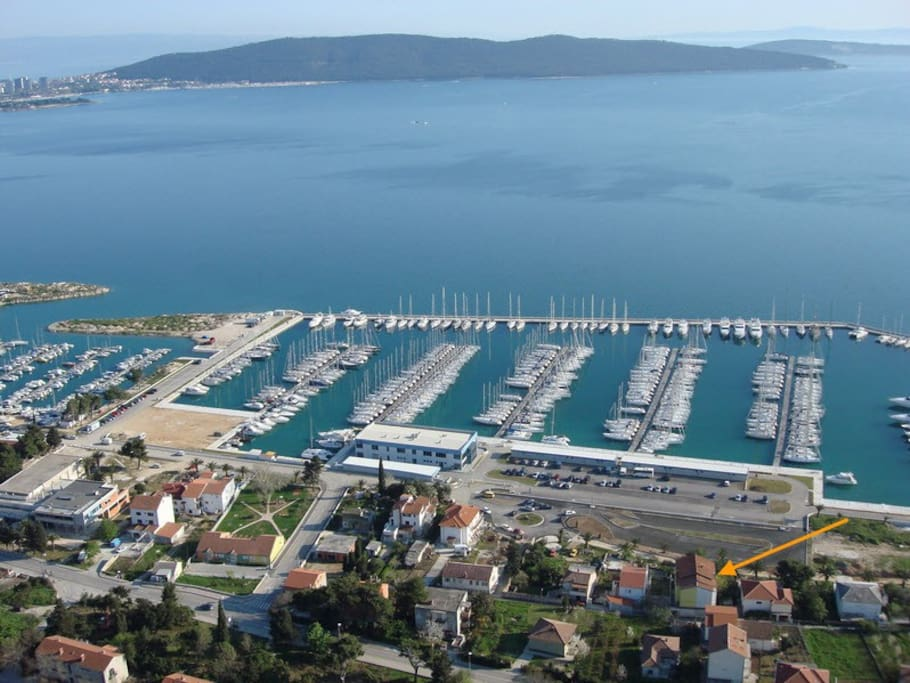 1 Bedroom Apartment, Sea View, Full Kitchen, terrace, only 20 meters away from Marina Kastela, and 100 meters away from the beach.