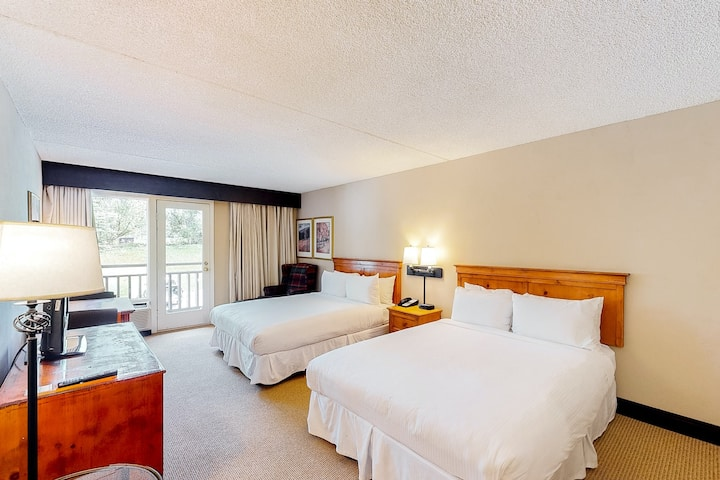 Ski-in/out, valley view room w/ WiFi & shared hot tub, pool, gym - walk to lifts