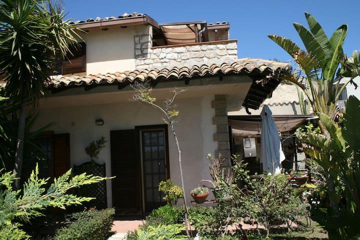 villetta relax immersa nel verde  - Carrubbo - Villa