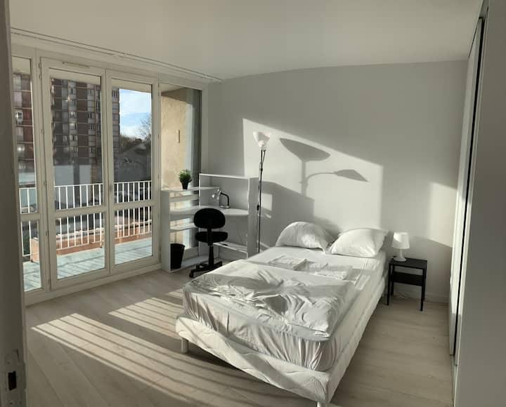 Chambre avec balcon Saint-Denis proche Paris coloc