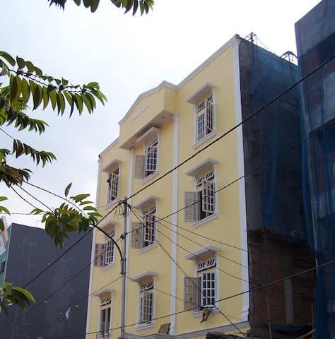 YELLO House (smaller rooms) - จาการ์ตาตอนกลาง - บ้าน