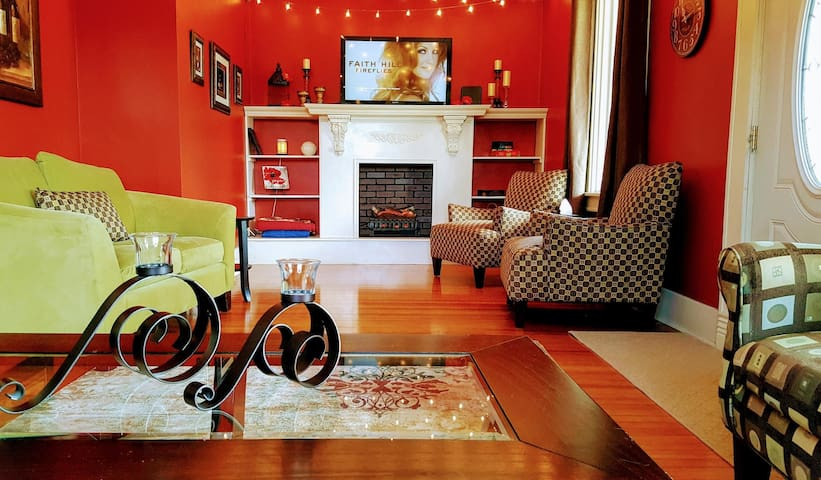 Beautiful large home in Historic Downtown Elkhorn