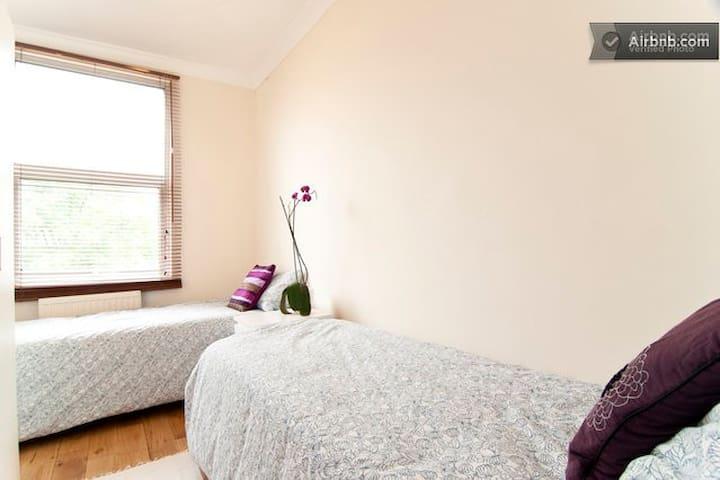 lovely room in house in Shepherds bush- no;1
