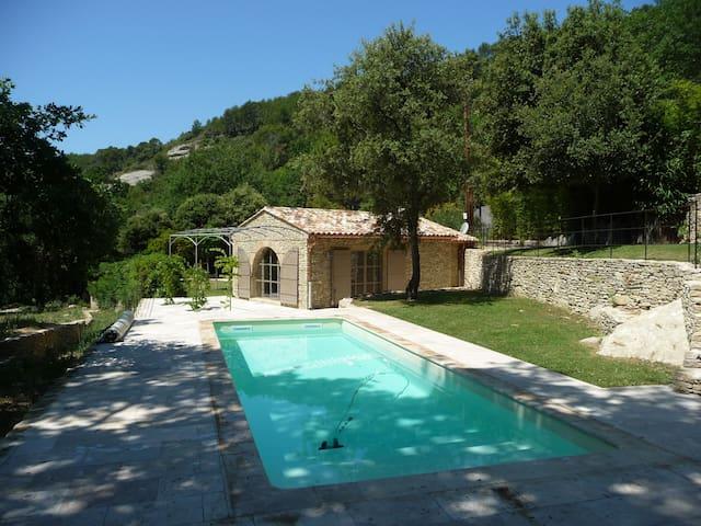 La Petite Etoile  avec piscine privée - Saumane-de-Vaucluse - Huis