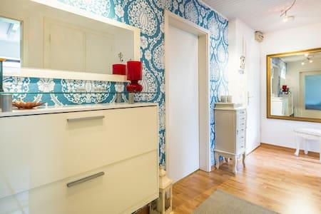 Helles gemütliches Zimmer mit grünem Ausblick - Norderstedt - Huoneisto