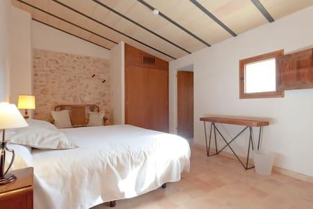 Hotel de la Vila. Room/Terrace  - Llubí