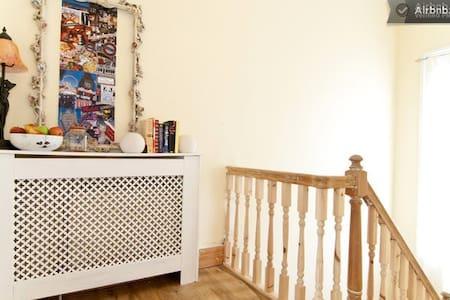 Twin Room Hammersmith Kensington - London