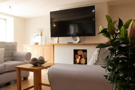 Cotswold cottage for families, walkers and golfers