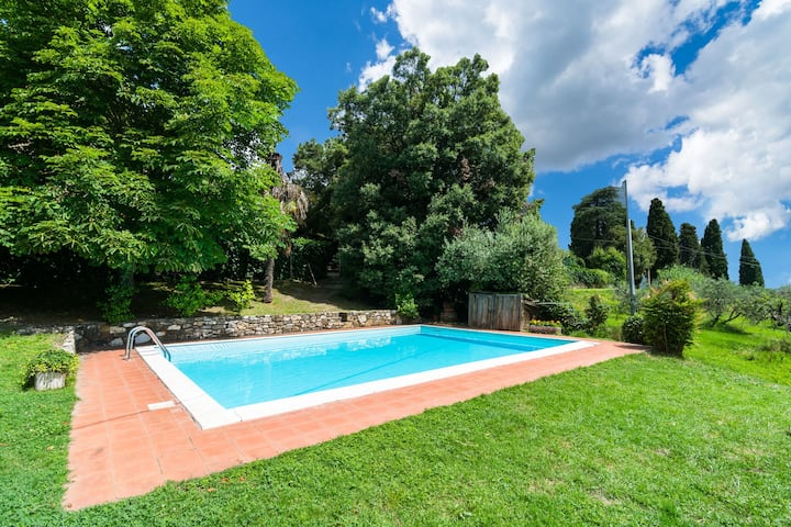 Cosy Farmhouse in Bacchereto with Swimming Pool