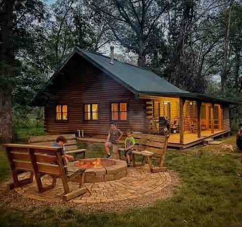 Log Cabin In The Woods - ¡Ideal para una estancia!