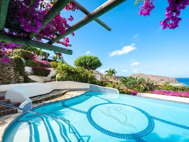 Pelican Eyes Villa: Panoramic Views & Plunge Pool