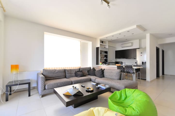 An Exclusive 2-Bedroom Apartment in Glyfada - Glifada