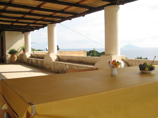 Casa con terrazza panoramica case in affitto a lingua for Aggiunta stanza indipendente
