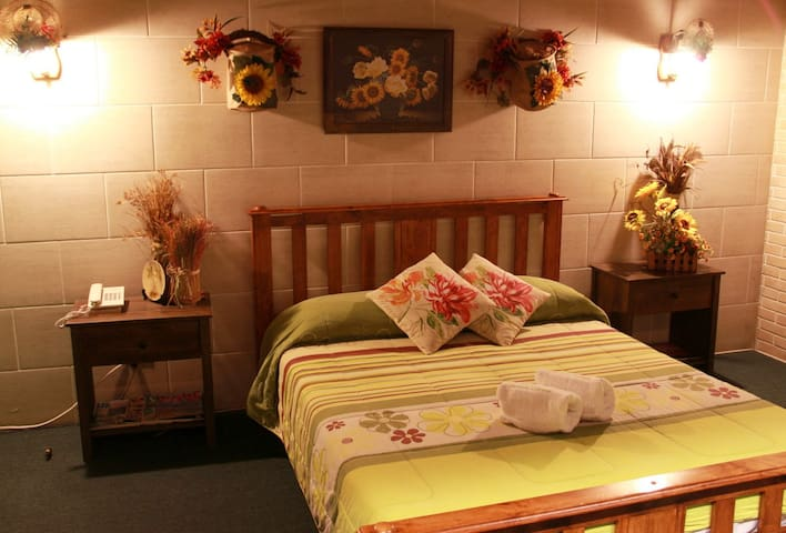 Forest House Cozy Room #3 w/ FREE BREAKFAST