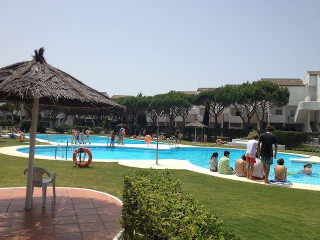 A 200m playa, piscina, a/a, wifi, especial niños