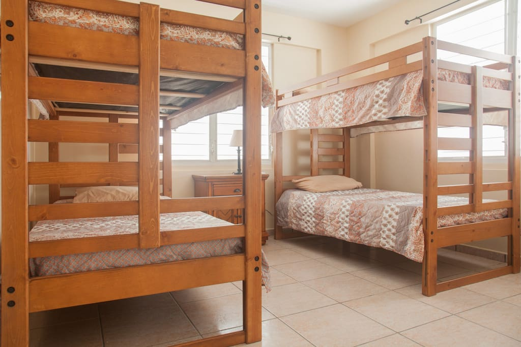 4 full size bed with A/C inverter