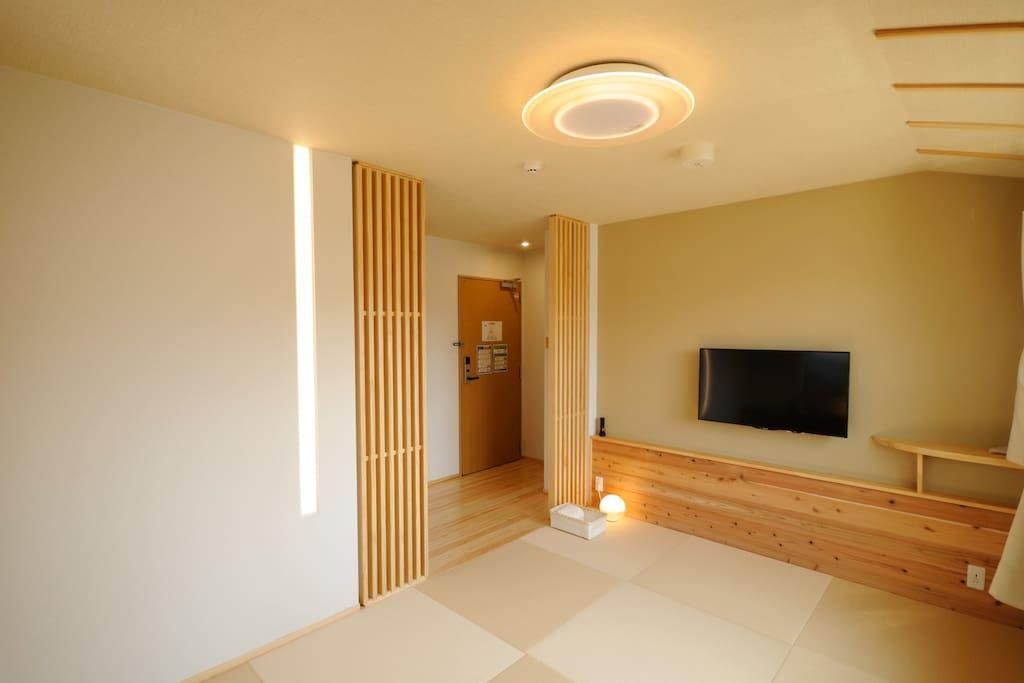 卧室A,2-3人间,卫生间浴室在室内。