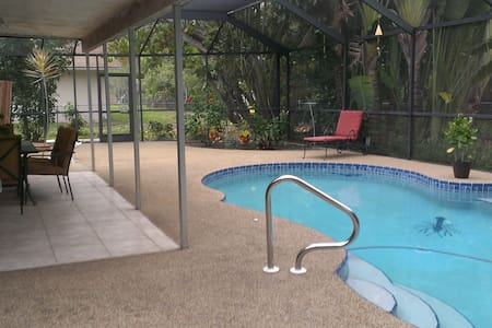 Tropical Pool Home - Fort Myers - Huis