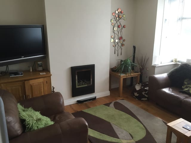 Single Room close to town and Train Station - Kidderminster - House