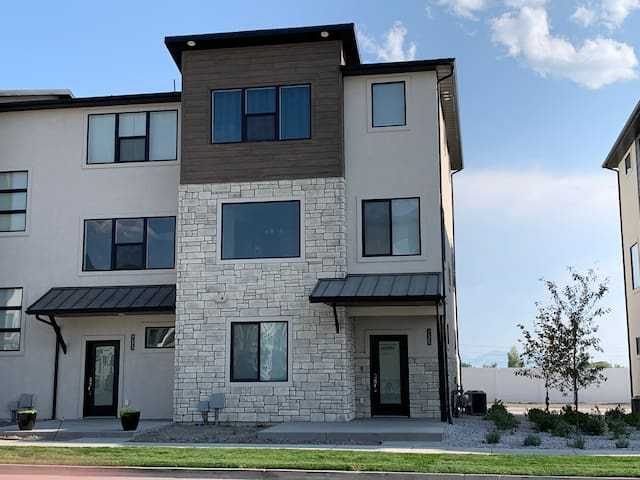 Luxury American Fork Townhome