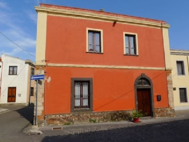 historical house10 min from beaches - San Vero Milis - Huis