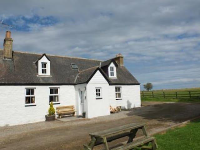 3 Tarrel Farm Cottages, nr Portmahomack