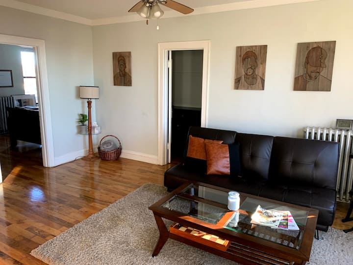 Cozy 1Bed Uptown Craftsman Apartment