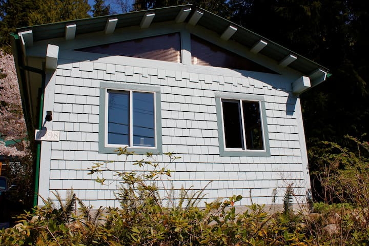 Oceanview private beach cabin - Sechelt - Cottage