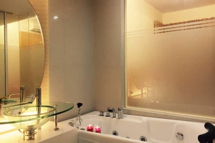 超值干净宽敞温馨小公寓(邻近双子塔与地铁站,附私人大浴缸!)#1