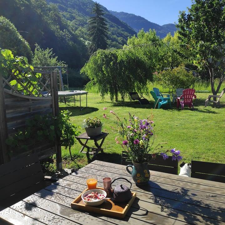 Jolie maison avec jardin, au calme, près du lac