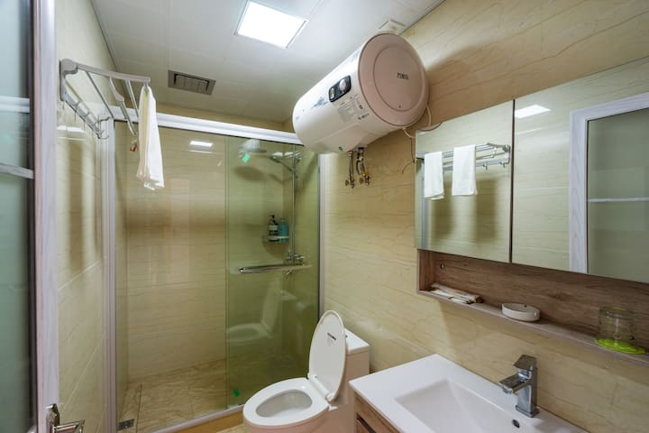 独立卫生间,干湿分区,24小时热水供应。