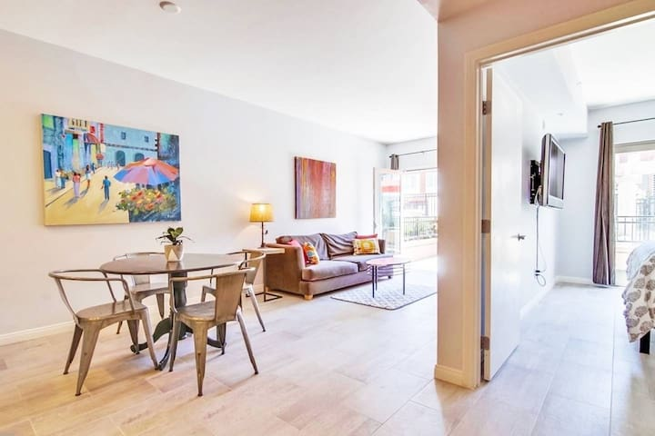 Quiet & Modern Private Place in Gaslamp w Parking