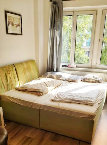 Room right in the beating heart of the City(ies)