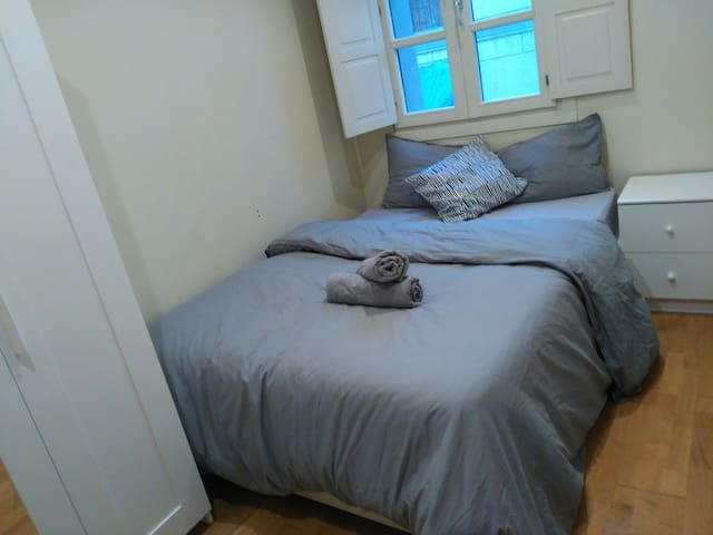 LOVELY ROOM AND BIG TERRACE NEXT TO LAS RAMBLAS!