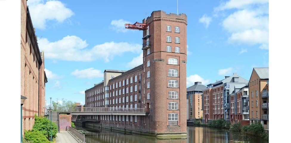 Luxury Riverside 1 Bedroom Apartment FREE PARKING