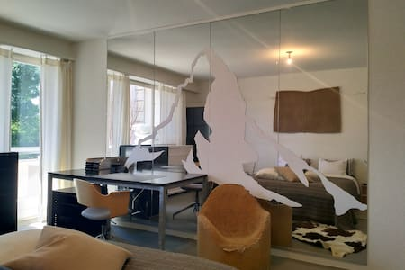 Doppelbett Zimmer 1 Top of Zurich
