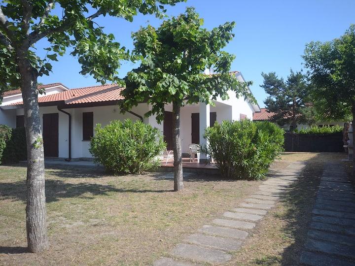 Villa piano terra con ampio giardino angolare