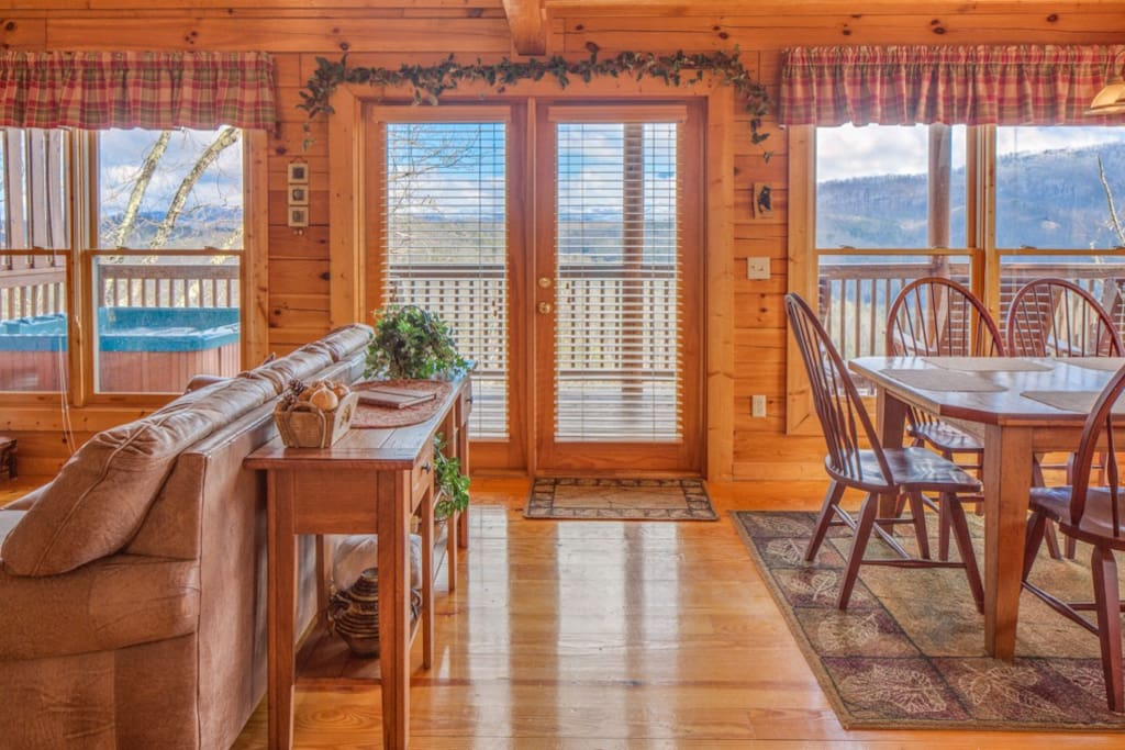 LIVING/DINING ROOM TO MOUNTAIN VIEW