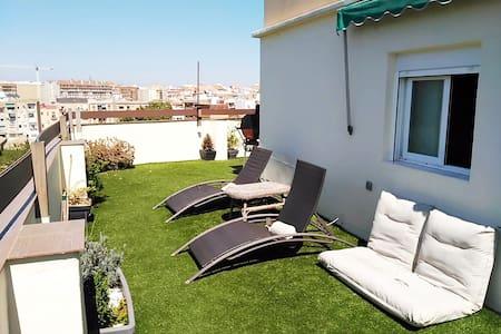Huge and bright terrace - València - Casa particular