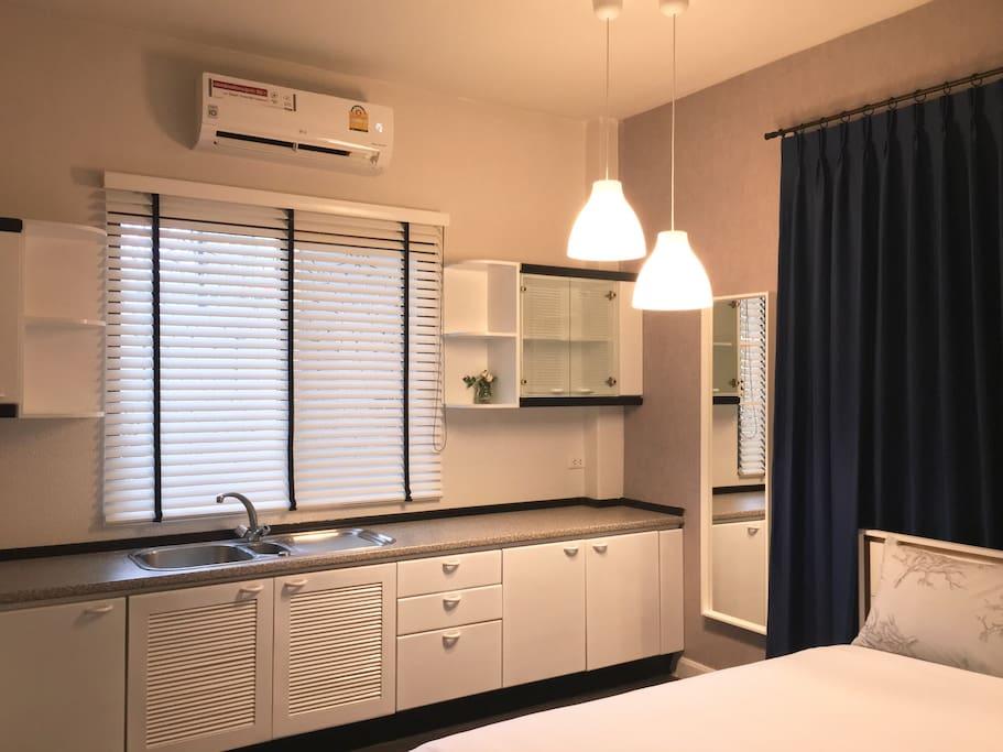 queen bed sukhumvit 36 9 min to bts thonglor villen zur miete in bangkok krung thep maha. Black Bedroom Furniture Sets. Home Design Ideas