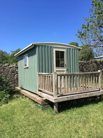 Cosy Cabin - only 2 miles from Newgale beach!
