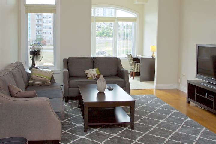 Spacious 2 Bedroom Condo - Halifax - Condominium