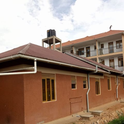 The V-class Motel kabwohe (owa kanzira)
