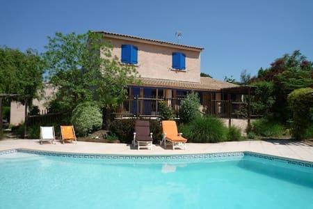 Belle villa de charme, piscine et jardin INDOCHINE - Saint-Drézéry - วิลล่า