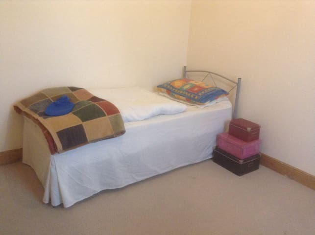 Specious sgl room near city centre - Peterborough - Dům