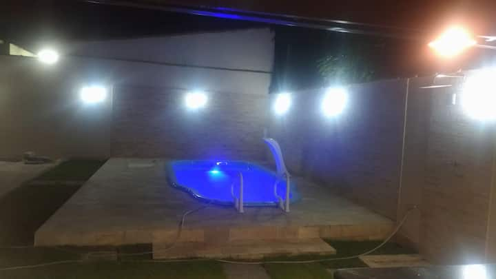Casa em Santanesia/Piraí- piscina e churrasqueira.