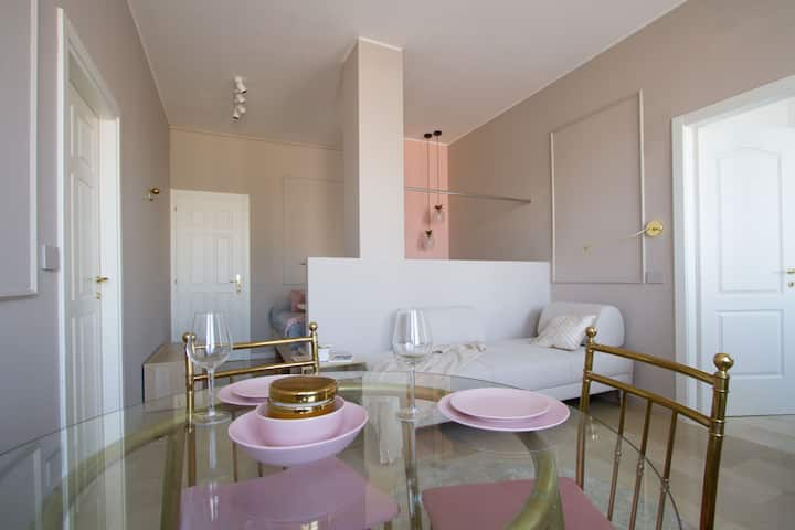 Duomo Square, charming apt for 3 people (C2)